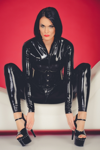 files/alben/Lady Xenia/Fototom 11.2017/Catsuit Latex/photom_27__2632_edit.hp.jpg